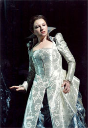 Mariella Devia in abiti di scena