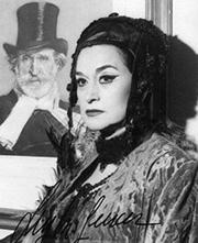 Leyla Gencer, alle spalle un quadro di Giusppe Verdi